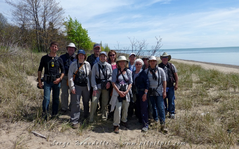 Notre groupe de joyeux migrateurs à Pointe-Pelée, dans un décor de vacances qui sent les oiseaux!!!!