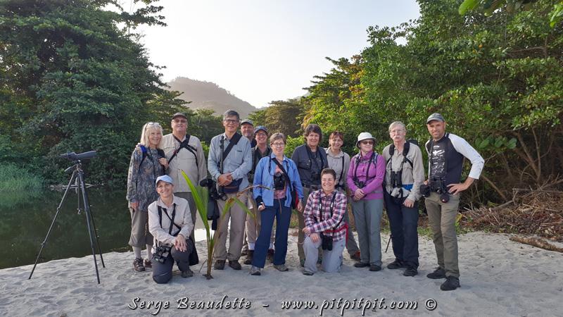 Et je vous laisse avec une photo de notre groupe comblé par ces belles observations de la journée, riche en surprises et en couleurs!