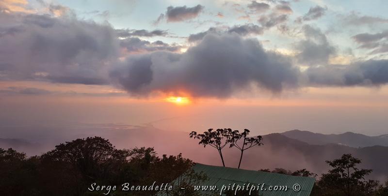 Nous entamons ce matin une montée toute spéciale dans un gigantesque massif de montagnes : la Sierra Nevada de Santa Marta…