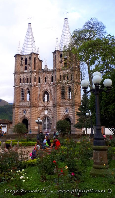 ...Alors que nous visitions la ville, certains sont allés visiter l'église...